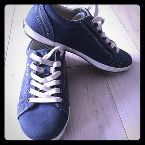 Taos Footwear